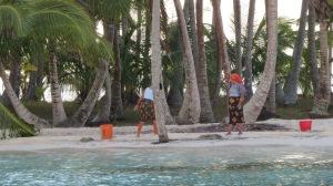 Kuna ladies cleaning their beach.